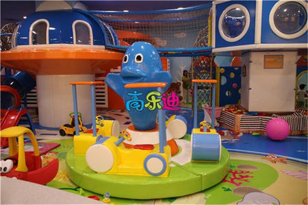 Differences between indoor playground equipment and inflatable castles